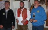 Den Pokal für Großkaliber-Pistole nahmAndreas Mayer stellvertretend für Diek Dominik entgegen