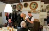 Eine Flasche Wein für unseren Blinden: Josef Kröpfl